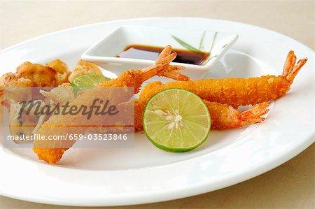 Crevettes panés, frits, sauce de soja