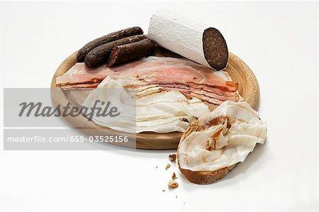 Rustikale Wurst Platte & Schinkenspeck (ausgehärteten Schwein) mit Brot