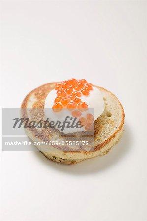 Blinis avec crème sure et caviar