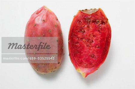 Deux moitiés de la figue de barbarie