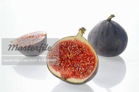 Figues fraîches, entières ou coupées en deux