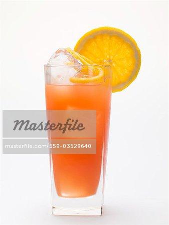 Blood orange Getränk mit Eiswürfel