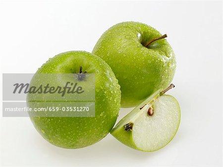 Pommes Granny Smith avec gouttes d'eau