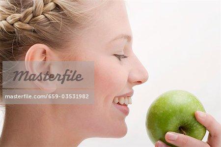 Apple holding verte femme