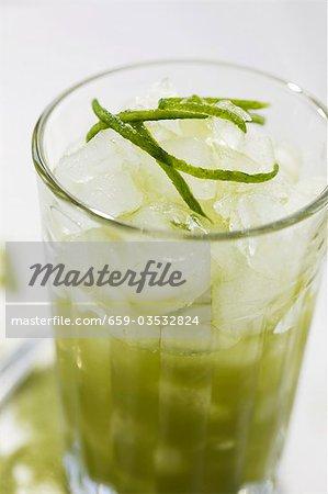 Eiskalter grüner Tee (Matcha)
