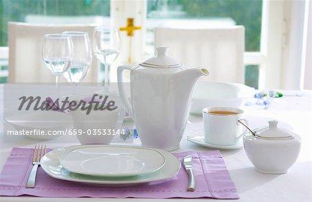 Lieu-cadre avec les choses de thé blanc