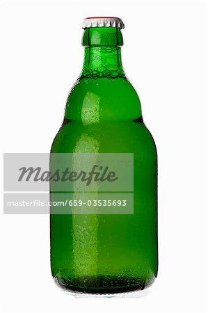 Eine gekühlte Flasche lager