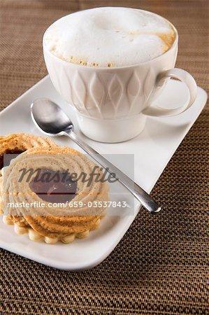 Cappuccino et noisette & groseille jam tartelettes