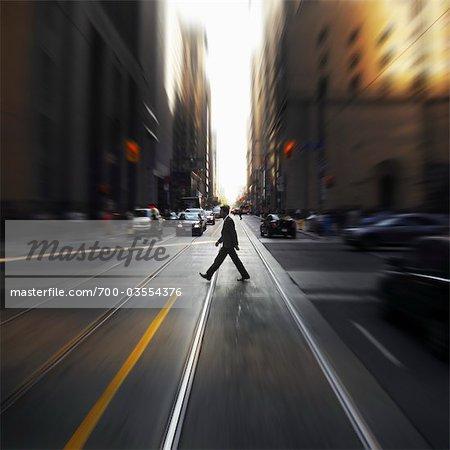 Piétons à l'Intersection, Toronto, Ontario, Canada