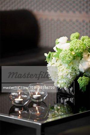 Kerzen und Blumen