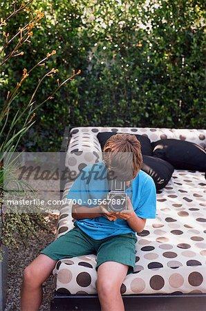 Adolescent en prenant des photos, Newport Beach, Orange County, USA