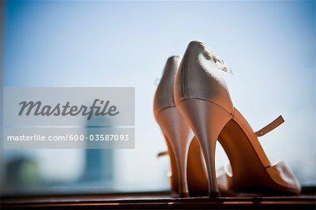 Gros plan des chaussures de mariage