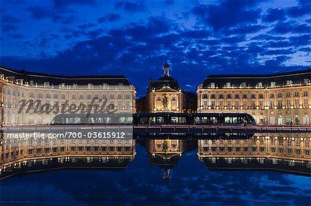 Place De La Bourse in der Nacht, Bordeaux, Aquitanien, Frankreich