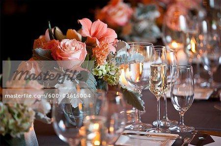 Vin de verres et de fleurs de mariage