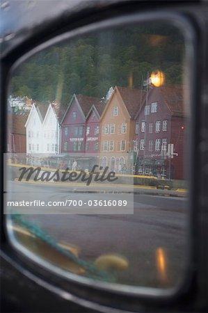 Reflexion im Boot Fenster, Bryggen, Bergen, Hordaland, Norwegen