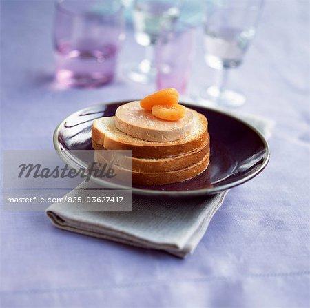 Open croque-monsieur au foie gras et abricots secs