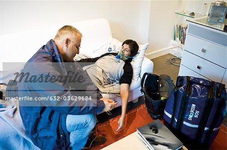 Astreinte urgentologue, administrer de l'oxygène au patient à domicile