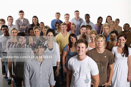 Heterogene Gruppe von Menschen zusammen stehen