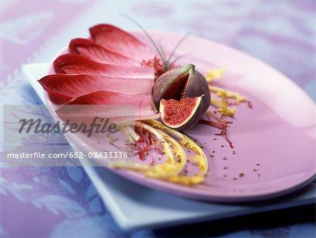 Salade de chicorée et de figue rouge