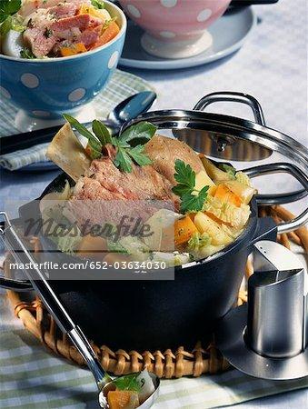 Jarret de porc et chou soupe