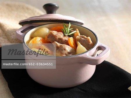 Ragoût de viande avec pommes de terre et carottes