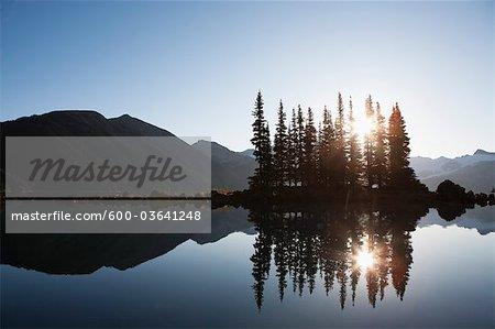 Lac Garibaldi au coucher du soleil, Parc Provincial Garibaldi, en Colombie-Britannique, Canada