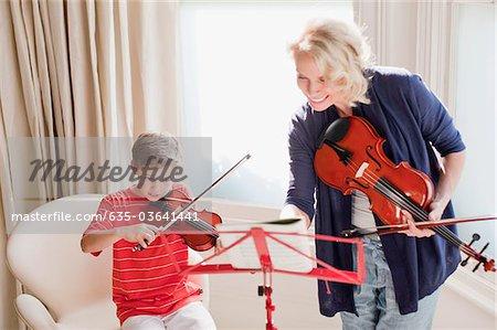 Frau und Knabe, Violine