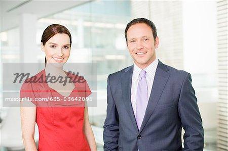 Lächelnd Geschäftsleute
