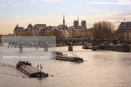 Boote am Seineufer, Paris, Frankreich