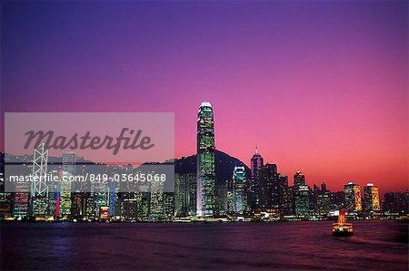 Chine, Hong Kong, ville et port de Victoria dans la nuit