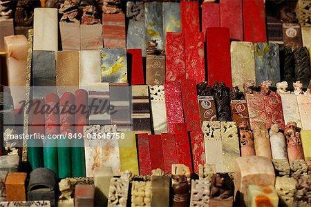 Assortiment de côtelettes sculptés en vente sur marché
