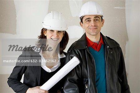 Architekt und Bauunternehmer in harte Hüte, Porträt