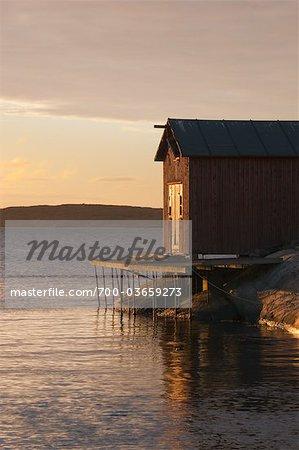 Bootshaus bei Sonnenaufgang, Bohuslän, Schweden