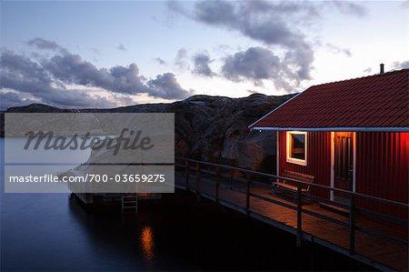 Rote Shanty bei Nacht, Bohuslän, Schweden