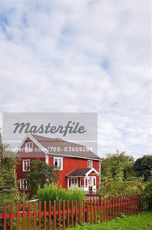 Rote Holzhaus und Zaun, Bullerbue, Smaland, Schweden