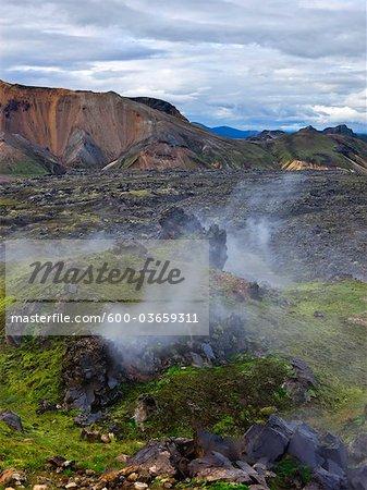 Paysage rocheux avec des évents de vapeur, Landmannalaugar, Islande