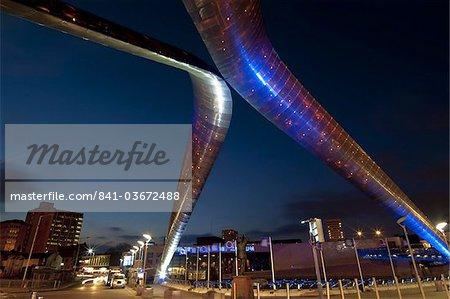 Whittle Arch et statue dans la nuit, Coventry, West Midlands, Angleterre, Royaume-Uni, Europe