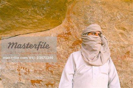 Tuareg and primitive cave paintings, Akakus, Sahara desert, Fezzan, Libya, North Africa, Africa