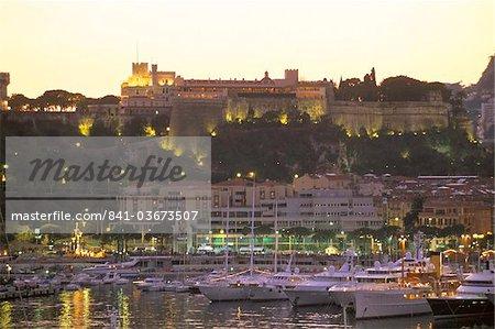 Port de Monte-Carlo et le palais princier au coucher du soleil, Monaco, Côte d'Azur, Méditerranée, Europe