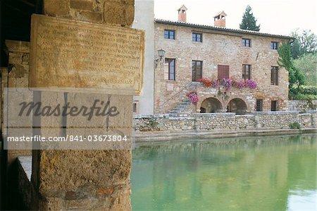 Piscine thermale de Bagno Vignoni, Val d'Orcia, province de Sienne, Toscane, Italie, Europe