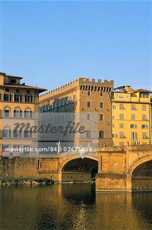 La rivière Arno, Florence, Toscane, Italie, Europe