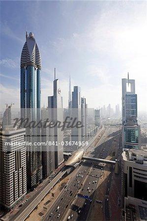 Vue élevé des immeubles de grande hauteur, le long de la Sheikh Zayed Road, Dubai, Émirats arabes, Moyen Orient