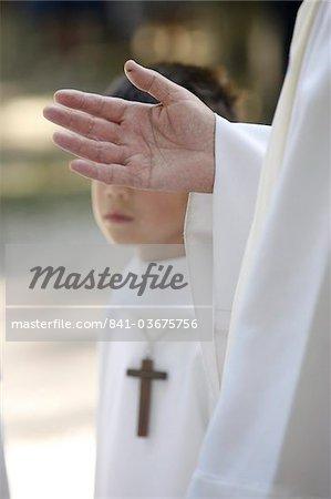 Prêtre et enfant de chœur, La Roche-sur-Foron, Haute Savoie, France, Europe