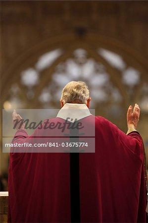 Messe dans la cathédrale de Quimper, Quimper, Finistère, Bretagne, France, Europe