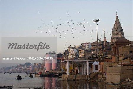 Le Gange et les ghats de Varanasi, Uttar Pradesh, Inde, Asie
