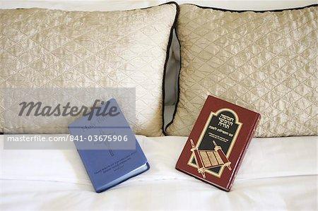 Bible et la Torah, Abu Dhabi, Émirats Arabes Unis, Moyen-Orient