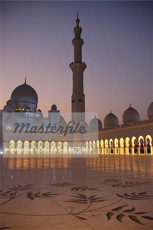Mosquée Sheikh Zayed Grand, la plus grande mosquée de l'U.A.E. et l'un des dix plus grandes mosquées du monde, Abu Dhabi, Émirats Arabes Unis, Moyen-Orient