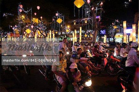 L'heure de pointe de vélomoteur navetteurs entassement street, Ho Chi Minh ville, Vietnam, Indochine, Asie du sud-est, Asie