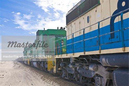 Le minerai de fer plus long train du monde entre Zouerate et Nouadhibou, Mauritanie, Afrique