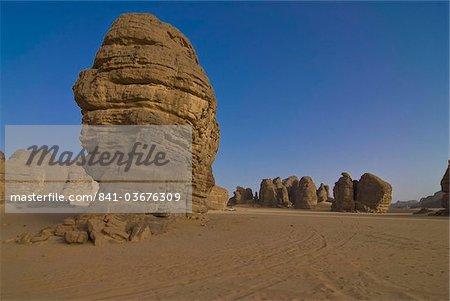 Formations de roche merveilleuse dans le désert du Sahara, Tikoubaouine, sud de l'Algérie, l'Afrique du Nord, Afrique